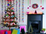 Spalvingas ir linksmas namų dekoravimas Kalėdoms