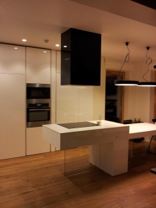 Virtuvės baldai su sala (1)