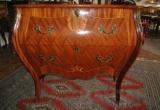 Baroko stiliaus komoda su mediniu stalviršiu