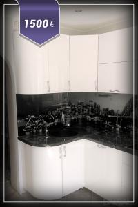 Virtuvės baldai dekoruoti stiklu su vaizdais