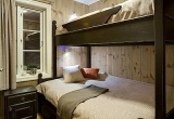 Medžio masyvo miegamojo baldai