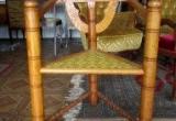 Trikampė senovinė kėdė