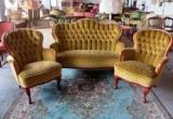 Auksinės spalvos baldų komplektas