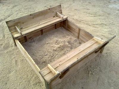 Medinė smėlio dėžė