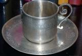 Sidabrinis puodelis su lėkštute