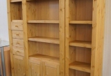 Natūralaus medžio knygų lentyna