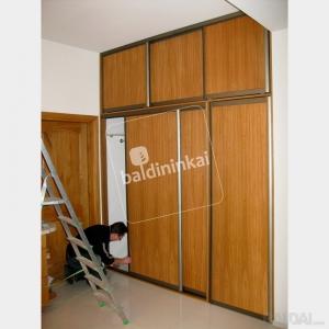 Stumdomų durų gamyba