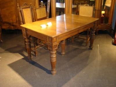 Pietų stalas ST116