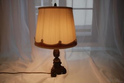 Šviestuvas - stalo lempa XX a.