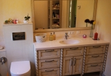 Vonios kambario baldai sendintas medis
